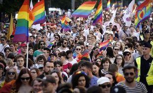Selon les organisateurs, environ 80.000 personnes ont participé à la Parade pour l'Egalité le 8 juin à Varsovie, en Pologne.
