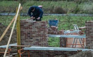 """Le marché des terrains constructibles se stabilise """"à un niveau bas"""" en 2015, selon le Syndicat national des professionnels de l'aménagement et du lotissement"""