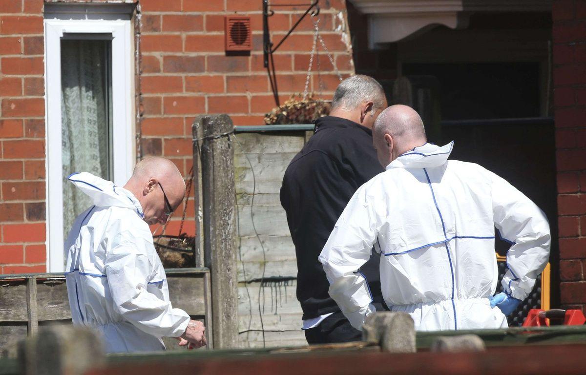 Une perquisition a eu lieu au domicile de l'auteur présumé de l'attentat-suicide de Manchester, Salman Abedi, à Fallowfield, le 23 mai 2017. – D. Lawson/AP/SIPA