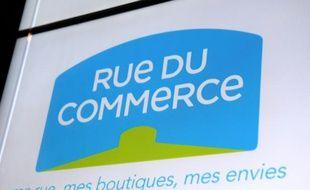 """Le logo du site d'achat en ligne """"Rue du Commerce"""" pris le 6 novembre 2013 à Paris"""