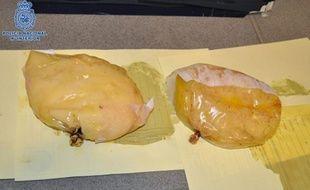 Une jeune Panaméenne arrêtée le 12 décembre 2012 à Barcelone cachait 1,4 kg de cocaïne dans ses implants mammaires.