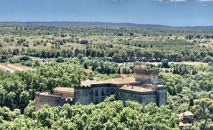 Le château de La Barben, parc à thème « Rocher Mistral » est situé à 20 minutes d'Aix