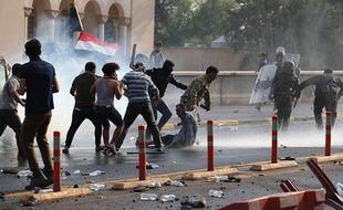 Des affrontements entre les forces de l'ordre et des manifestants à Bagdad le 1er octobre 2019.