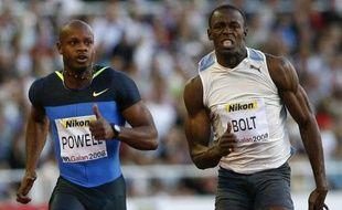 Le Jamaïcain Asafa Powell (à gauche) vainqueur du 100m du meeting de Stockholm devant son compatriote Usain Bolt (à droite), le 22 juillet 2008.