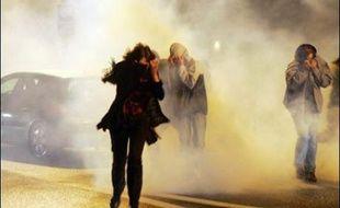 Pour la deuxième soirée consécutive, des manifestations anti-Sarkozy ont eu lieu lundi à Paris et dans d'autres villes, accompagnées parfois d'affrontements avec la police et de dégradations, des violences condamnées par le PS qui a appelé ces opposants à s'exprimer dans les urnes.