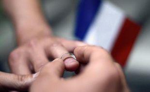 """Le ministre de l'Intérieur Manuel Valls souhaite """"incriminer davantage par la loi le discours et les actes homophobes"""", a-t-il dit mercredi sur i-Télé, justifiant le dispositif de sécurité mercredi autour du premier mariage homosexuel à Montpellier."""