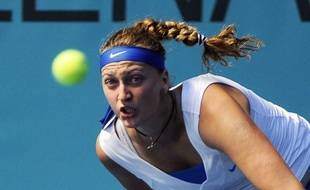 La Tchèque Petra Kvitova, tenante du titre, a été éliminée dès le 2e tour du tournoi de Madrid par sa compatriote Lucie Hradecka (6-3, 6-2) mercredi.