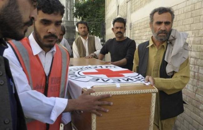 Le meurtre sauvage d'un employé de la Croix-Rouge et la diffusion d'une vidéo d'otage américain suppliant qu'on épargne sa vie ont rappelé ces derniers jours les dangers croissants qui menacent les travailleurs humanitaires au Pakistan et compliquent leur tâche sur le terrain.