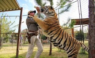 L'ancien gardien de zoo, Joe Exotic, et un de ses tigres