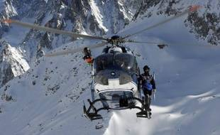 """La préfecture des Hautes-Alpes a annoncé mardi l'arrêt du """"dispositif dédié"""" aux recherches des trois alpinistes italiens disparus dans le massif des Écrins depuis près de dix jours."""