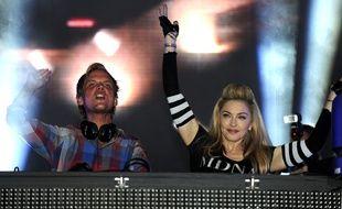 Le DJ suédois Avicii (Tim Bergling), aux côtés de Madonna lors du festival Ultra de Miami, le 24 mars 2012.
