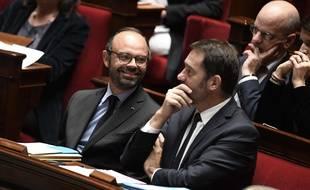 Le Premier ministre Edouard Philippe et le   Secrétaire d'État chargé des Relations avec le Parlement Christophe Castaner à l'Assemblée nationale le 6 décembre 2017.