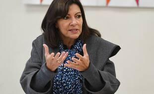 Anne Hidalgo en visite au centre social de Chasse-sur-Rhône, le 8 octobre 2021.