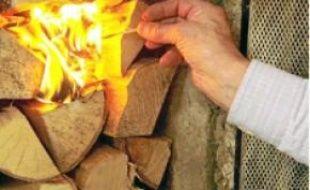 Le feu de bois rejette des particules.
