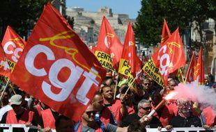 Des drapeaux de la CGT lors de la manifestation contre la loi travail le 14 juin 2016 à Paris