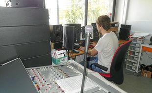 Le studio de Radio Campus (90.8) est situé au 1er étage du bâtiment EVE.