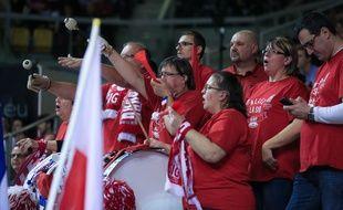 Sur Le Bon Coin, des places pour la finale d'Eurocoupe entre Strasbourg et le Galatasaray d'Istanbul ont été mises en vente jusqu'à 300 euros. (Des supporters de la SIG lors du match face à Gran Canaria en février 2016)
