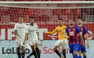 Lucas Ocampos a terminé la rencontre entre Séville et Eibar au poste de gardien de but, le 6 juillet 2020.