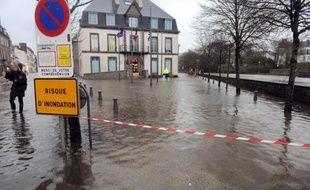 Onze départements de la façade Ouest étaient toujours en vigilance orange en raison de risques de submersion liées notamment aux forts coefficients de marées, selon le bulletin de Météo France à 06h00.