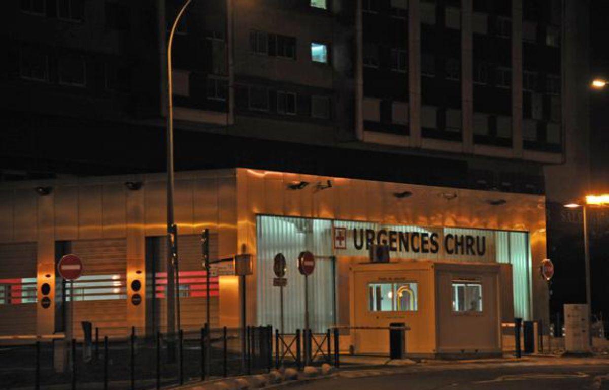 L'entrée du service des urgences  du CHU de Lille le 15 juin 2011. – PHILIPPE HUGUEN / AFP
