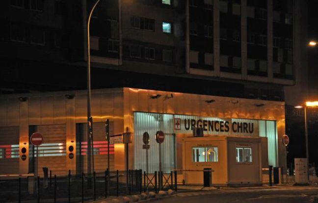 L'entrée du service des urgences  du CHU de Lille le 15 juin 2011.