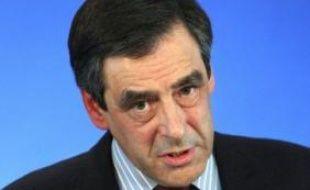 François Fillon a annoncé lundi un décret immédiat pour encadrer les rémunérations des dirigeants dans les entreprises aidées par l'Etat, après le scandale du parachute doré attribué à l'ex-PDG de Valeo ou des stocks-options à la Société Générale, finalement pas versées.