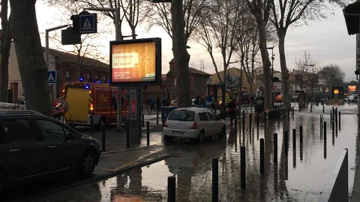 Le quartier Saint-Agne sous l'eau après une rupture de canalisation — Toulouse
