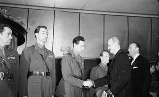Joachin Ronneberg et ses compagnons rencontrant le roi de Norvège en 1948.