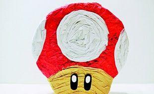 Une pinata en forme de champignon de Mario
