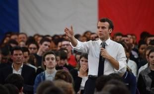 Emmanuel Macron lors d'un débat organisé à Etang-sur-Arroux, le 7 février 2019.