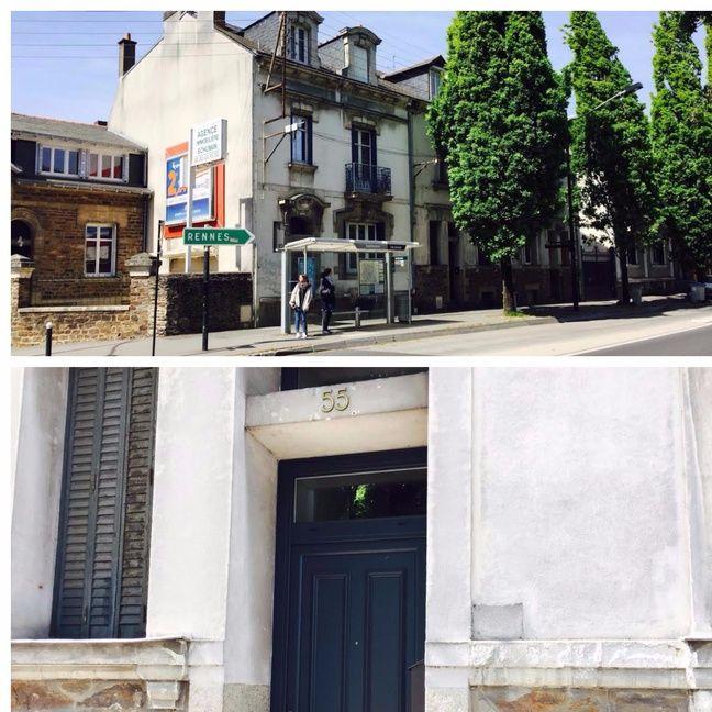 La maison (à droite de l'arrêt de bus) a été vendue et la porte a été repeinte.