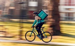 Pour obtenir une rémunération intéressante, les coursiers des plateformes de livraison de repas à domicile doivent avaler les kilomètres.