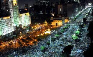 Au lendemain de manifestations historiques etémaillées de violences, les autorités brésiliennes essayaient de comprendre vendredi la fronde sociale qui ébranle le géant d'Amérique latine à un an du Mondial de football et comment y mettre fin.