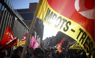 150 personnes, dont une dizaine d'étudiants, ont manifesté hier devant la Banque de France afin de réclamer de l'argent à l'Etat pour financer une nouvelle réforme des retraites.