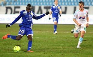 Marseille, lourdement battu dimanche à domicile, s'est rassuré en allant battre Bastia (2-1) mercredi en match comptant pour la 17e journée de Ligue 1, lors d'une rencontre disputée à huis clos.