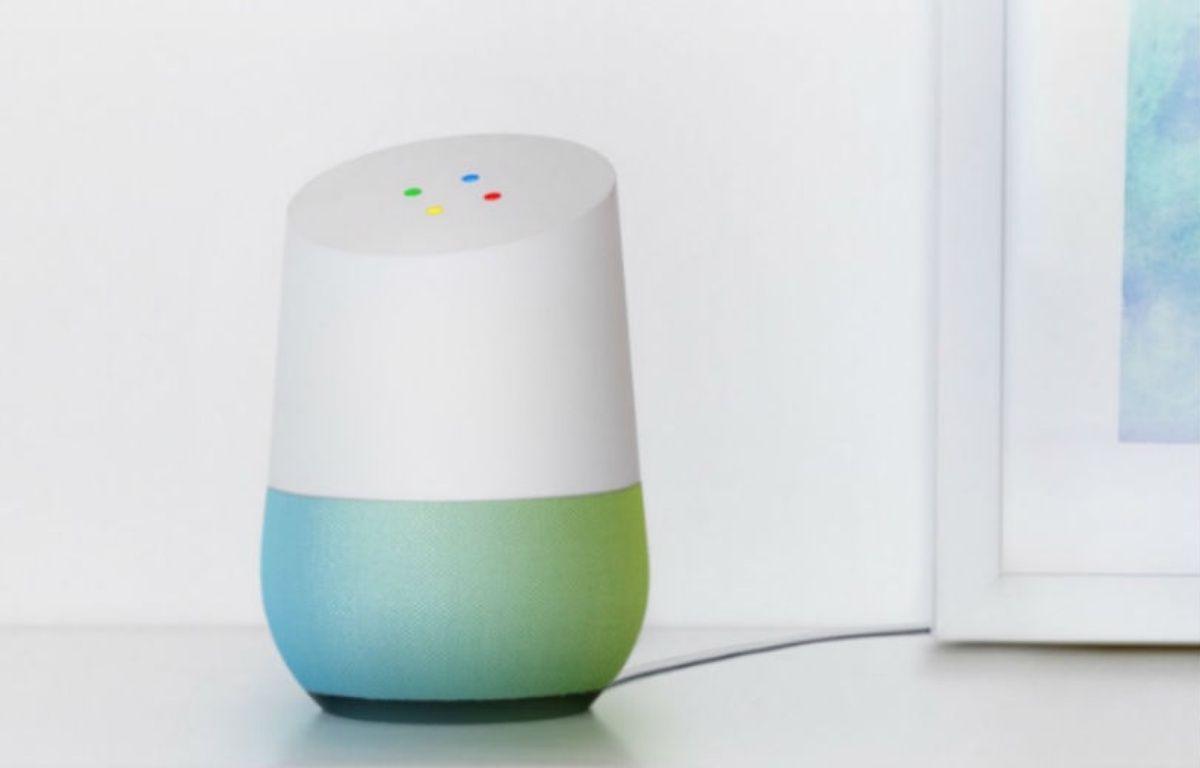 Google Home, la station pour piloter sa maison connectée, arrivera en France pour l'été 2017. – GOOGLE