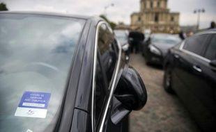 Ce chauffeur de VTC, Ludovic Moulonguet, dont la compagnie n'a pas été précisée, demande la cessation immédiate de l'application Heetch et une astreinte de 50.000 euros par jour de retard