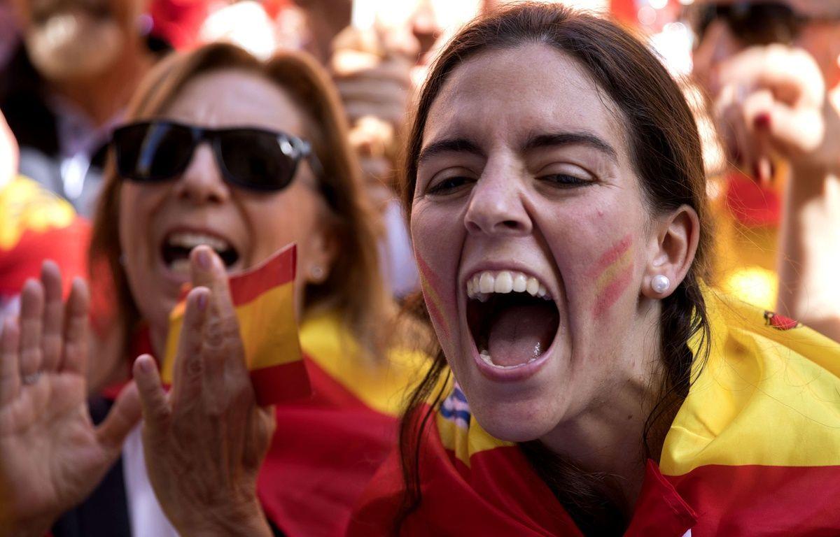 Des manifestants anti-indépendance à Barcelone, le 8 octobre 2017. – Emilio Morenatti/AP/SIPA