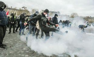 """Les """"gilets jaunes"""" étaient de retour sur les Champs samedi."""