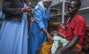 Un enfant vacciné contre la malaria au Malawi, le 23 avril 2019.