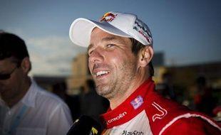 Le Français Sébastien Loeb (Citroën) s'est lancé dimanche matin dans une formidable remontée au rallye de Grande-Bretagne, et a remporté deux des trois spéciales de la matinée pour s'emparer de la 2e place du général à quelques heures de l'arrivée à Cardiff.