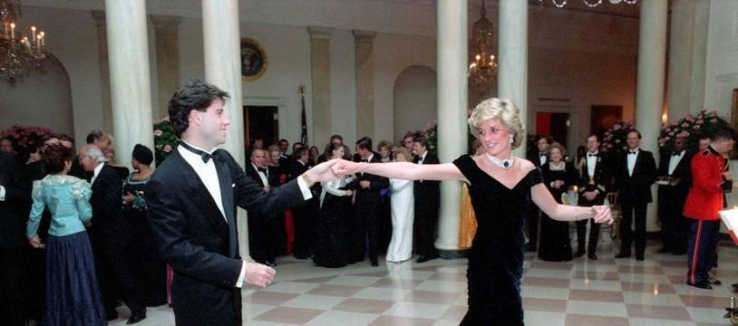 Lady Di et John Travolta avait dansé à la Maison-Blanche sur « You should be dancing », du film La Fièvre du samedi soir.