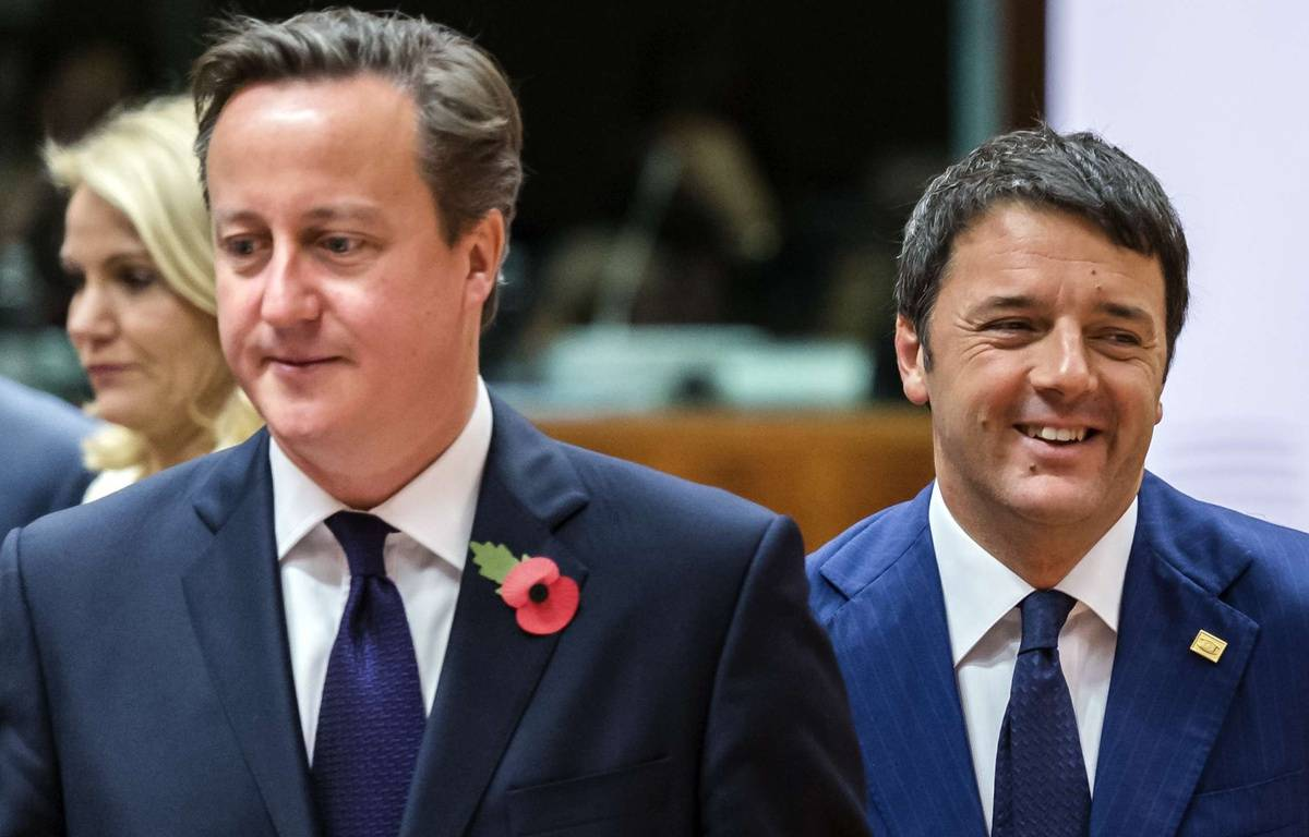 British Prime Minister David Cameron, center, and Italian Prime Minister Matteo Renzi, right, arrive for a round table meeting at an EU summit in Brussels on Friday, Oct. 24, 2014. Britain says its prime minister, David Cameron, is protesting a European Union request for an additional 2.1 billion euro ($2.65 billion) contribution to the EU coffers at a time of increasing pressure at home for the country to leave the bloc. (AP Photo/Geert Vanden Wijngaert)/VLM110/980972096545/1410241208 – Geert Vanden Wijngaert/AP/SIPA