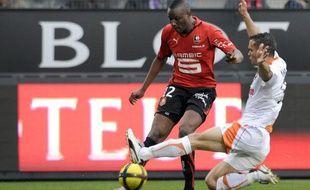 Le Rennais Razak Boukari (en rouge), face au Lorientais Jérémy Morel, lors d'un match de L1 le 16 avril 2011.