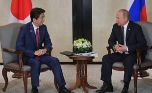 Shinzo Abe et Vladimir Poutine à Singapour, le 14 novembre 2018.