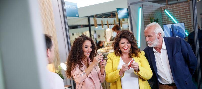 Erika Delattre, Jerome Bonaldi et  Emmanuelle Rivassoux sur le Stand Mykami pour « Mon invention vaut de l'or »