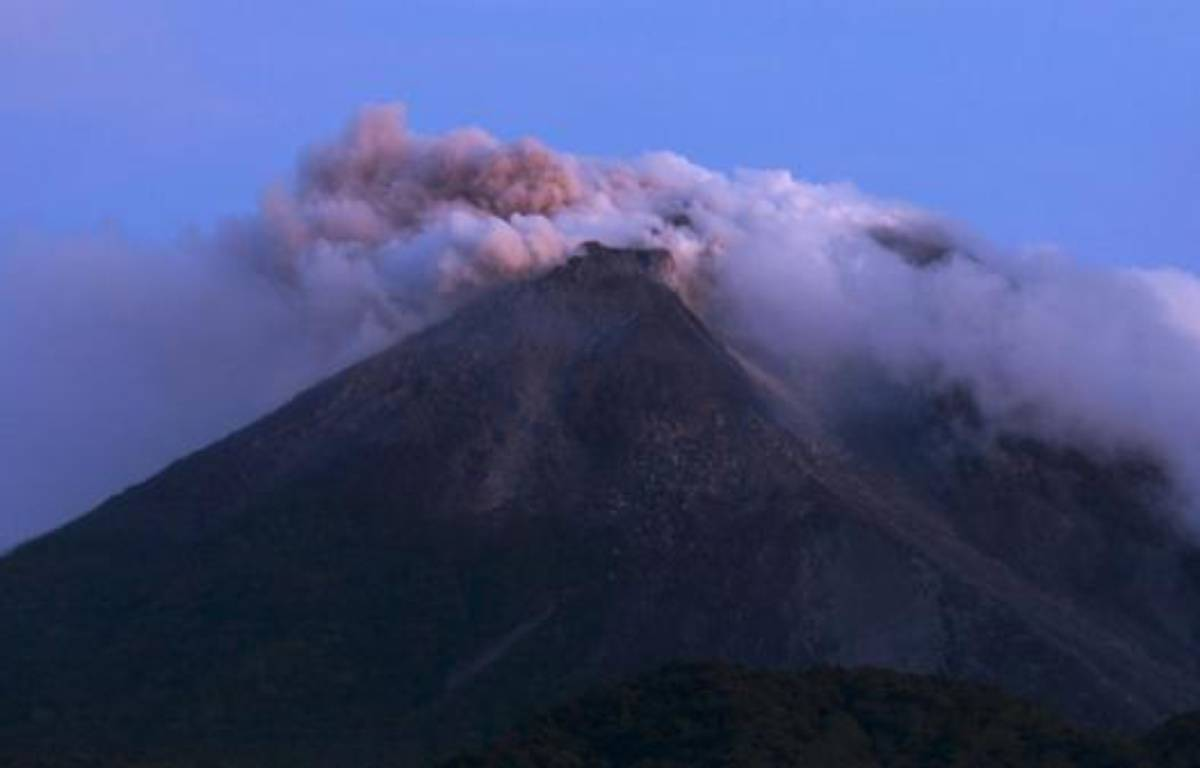 Le volcan Merapi en éruption en Indonésie, mardi 26octobre 2010. – Dwi Oblo / Reuters