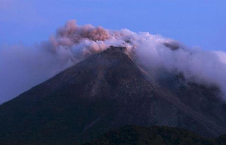 Le volcan Merapi en éruption en Indonésie, mardi 26octobre 2010.