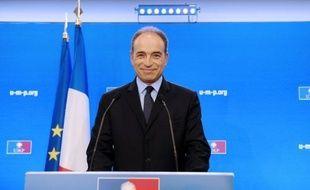 """Le secrétaire général de l'UMP, Jean-François Copé, a fait valoir dimanche que le rassemblement, sous lequel François Fillon a placé sa candidature à la présidence de ce parti, ne doit """"pas se faire à l'eau tiède""""."""