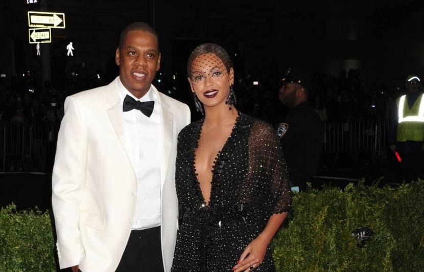 VIDEO. Jay-Z explique pourquoi il ne s'est pas levé pendant l'hymne  national au Super Bowl